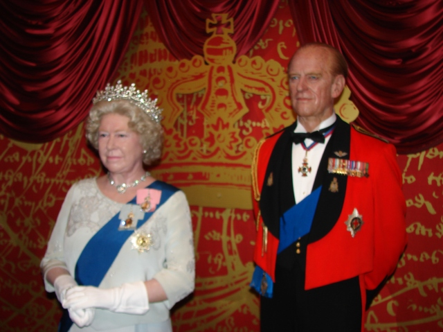 Elizabeth_II_Wax_Statue_in_Madame_Tussauds_London